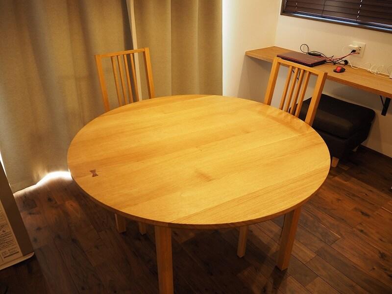 新居 ダイニングテーブル 無垢板