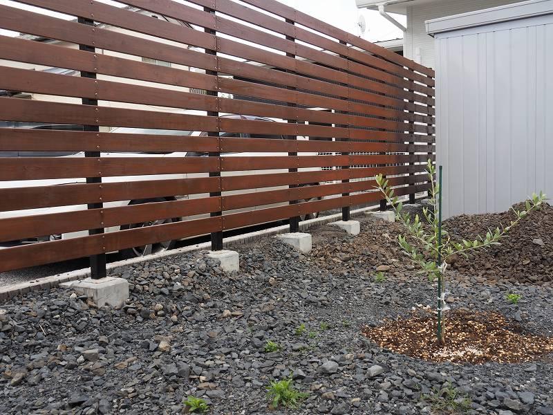 角パイプとSPF材でウッドフェンスを作る 完成