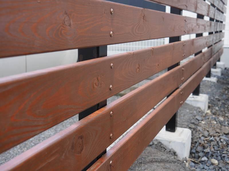 角パイプとSPF材でウッドフェンスを作る 板 張り