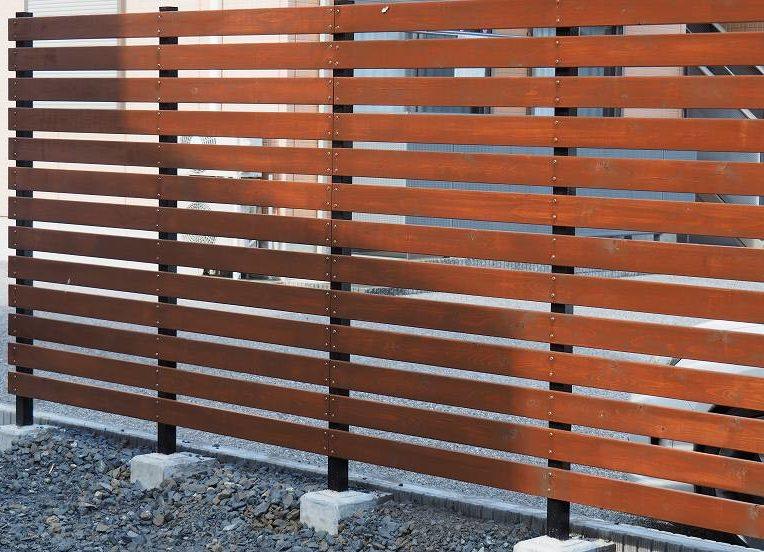 角パイプとSPF材でウッドフェンスを作る DIY 作り方