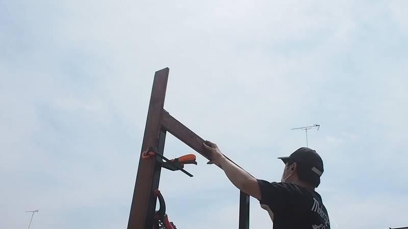角パイプとSPF材でウッドフェンスを作る 木板 張り方