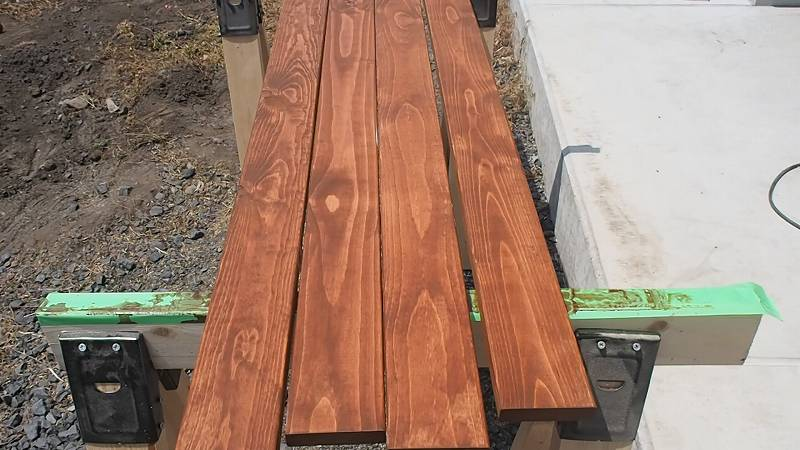 角パイプとSPF材でウッドフェンスを作る キシラデコール チーク 塗装