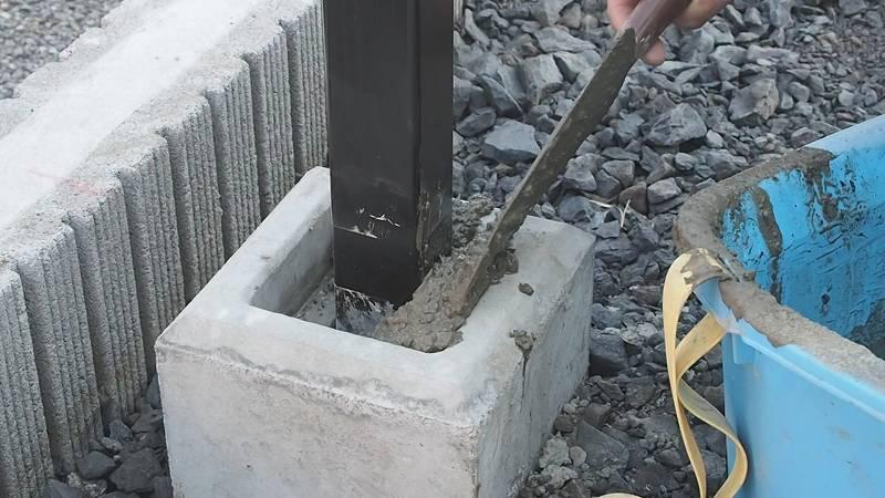 角パイプとSPF材でウッドフェンスを作る 支柱 立て方