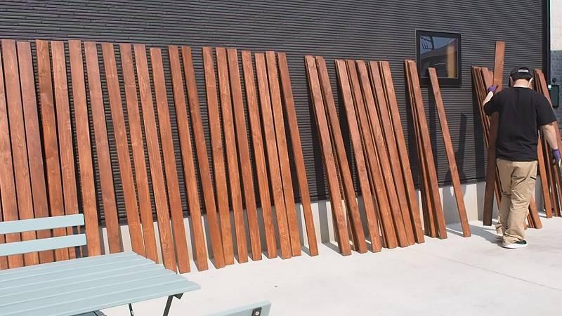角パイプとSPF材でウッドフェンスを作る 木板 ツーバイ材