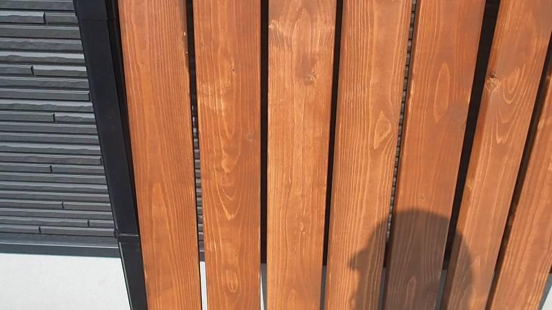 角パイプとSPF材でウッドフェンスを作る キシラデコール ツーバイ材 塗装