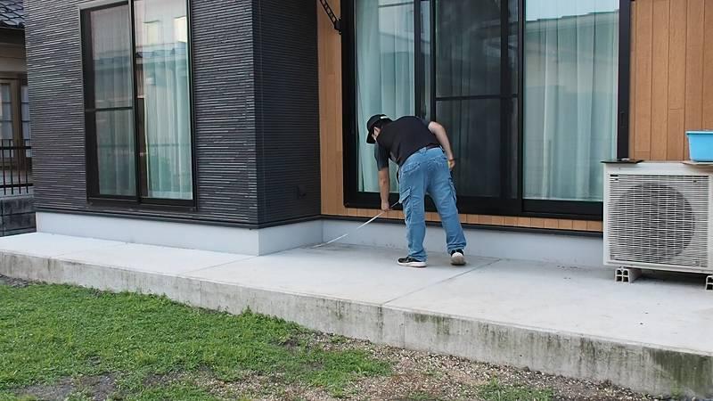 鋼製束とデッキ材を使用したウッドデッキを作る 位置