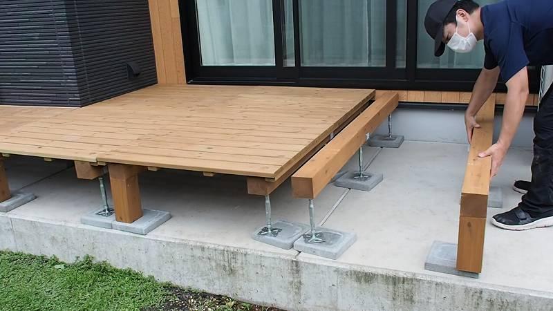 鋼製束とデッキ材を使用したウッドデッキを作る 設置 やり方