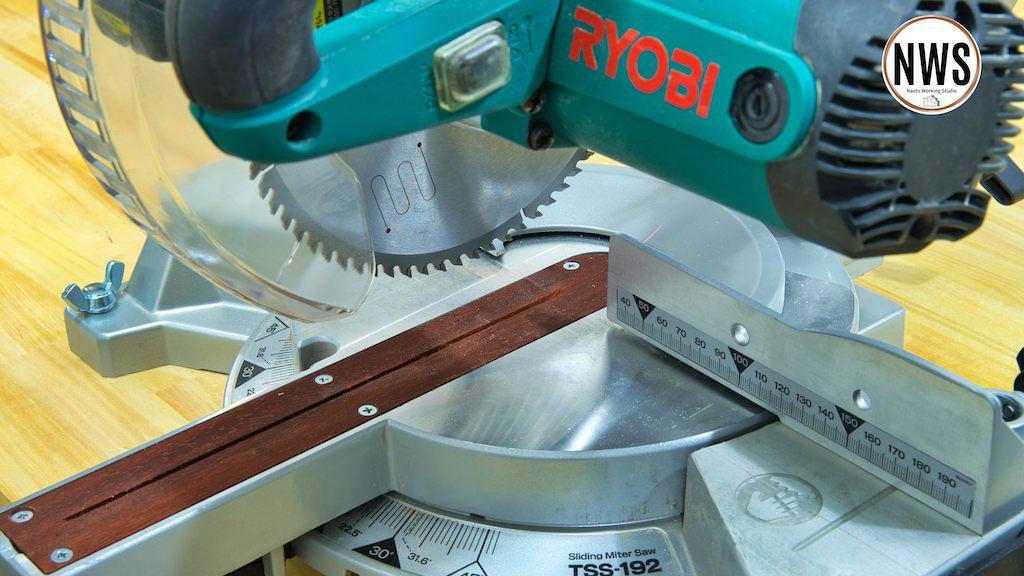 RYOBIの卓上スライド丸ノコのガタつきを無くして精度良くカットする方法 インサートプレートとプラ板